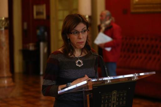 La portavoz parlamentaria de Podemos, ante los medios en el Parlament.