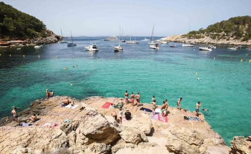 Cala Salada, en Ibiza, es una playa muy concurrida en verano.