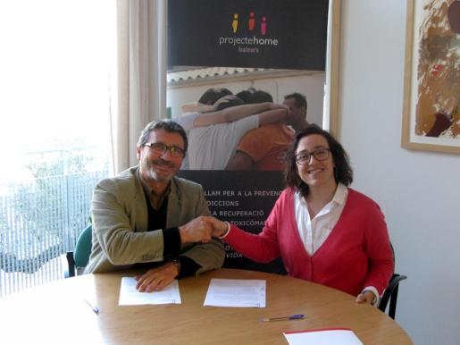 En la imagen, Joana Maria Adrover, regidora de Turisme, Comerç i Treball, y Jesús Mullor, director general de Projecte Home Balears.
