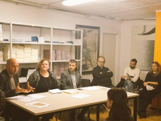 En la imagen, la consellera de Transparència, Cultura i Esports, Ruth Mateu, el director general de Cultura, Jaume Gomila, y el director del Illenc, José R. Cerdà han mantenido este martes un encuentro con artistas y empresas dedicadas a las artes visuales.
