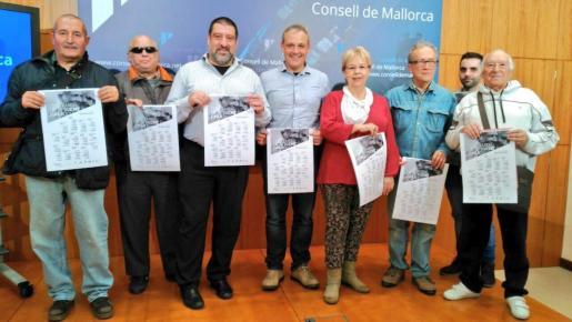 En la imagen, los actores senior junto al conseller de Participació ciutadana i Presidencia del Consell de Mallorca, Jesús Jurado.