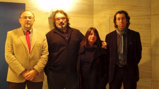 El compositor Joan Valent (segundo por la izquierda) ha sido nombrado artista del año 2011.