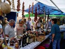 Son Ferrer acoge cada viernes un mercado.