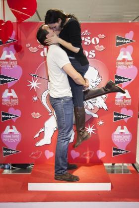 Los ganadores del beso más romántico del pasado año.