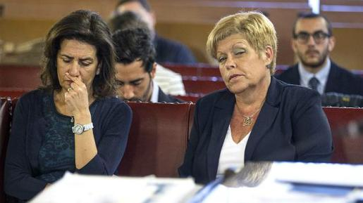 Milagrosa Martínez, exconsejera 'popular' de Turismo y expresidenta de las Cortes Valencianas, ha sido condenada a 9 años de prisión -por los delitos de prevaricación, malversación y cohecho pasivo- por amañar contratos de la Feria de Turismo (Fitur).