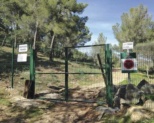 En la imagen, la barrera del camino viejo de Puigpunyent, junto al cementerio de Sa Vileta.