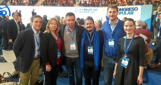 José Vicente Marí, Agueda Reynés, MIquel Vidal, Santi Marí, Sebastià Sagreras y Marga Prohens, el domingo, en la Caja Mágica.