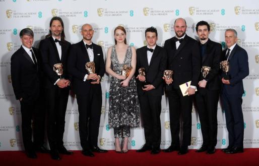 El equipo de 'La la land' con los premios obtenidos.