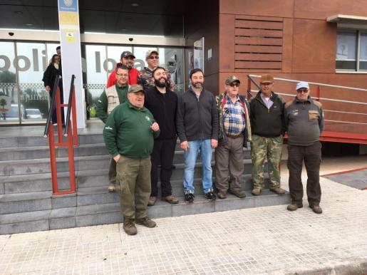 Imagen de algunos de los participantes en la campaña contra la procesionaria en Son Servera.