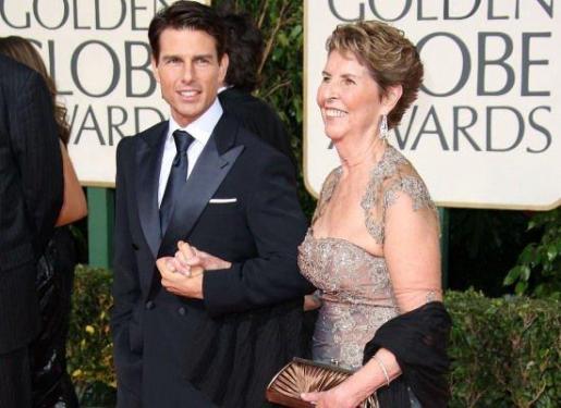 En la imagen, el actor Tom Cruise junto a su madre, Mary Lee.