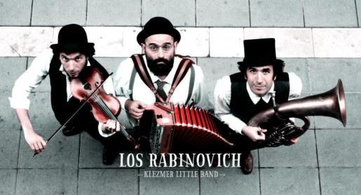 Imagen de los tres componentes de Los Rabinovich.