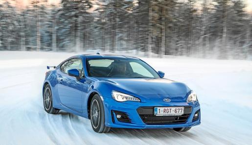El Subaru BRZ ve mejorado su comportamiento gracias a los cambios introducidos en la suspensión.