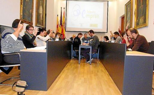 Momento de aprobar por unanimidad la retirada de la distinción a Franco.