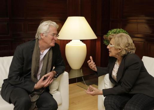 El actor Richard Gere, durante su entrevista con la alcaldesa de Madrid, Manuela Carmena.