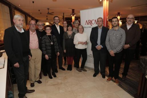 Representantes de Arca, finalistas a los premios y autoridades.