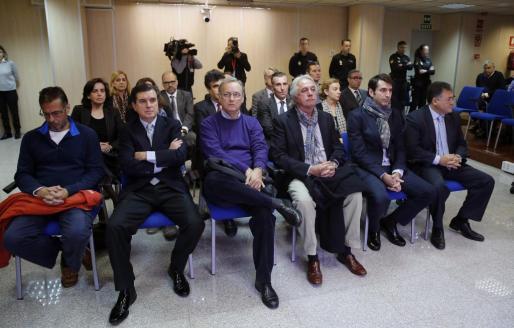 Las dieciocho personas acusadas en el caso Noós, en la sala del juicio que se celebró el año pasado.