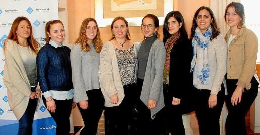 Ana Cañas, Delia Duscu, Gloria Vicens, Paula Oliver, Marta Egidos, Laia Riera, Marta Rotger y Marina Pizá, de INeDITHOS.