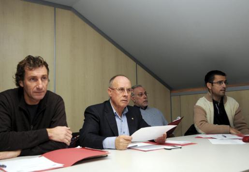 Xisco Bennàssar, Arturo Sintes, Llorenç Munar y Gabriel Juan, durante la asamblea extraordinaria.
