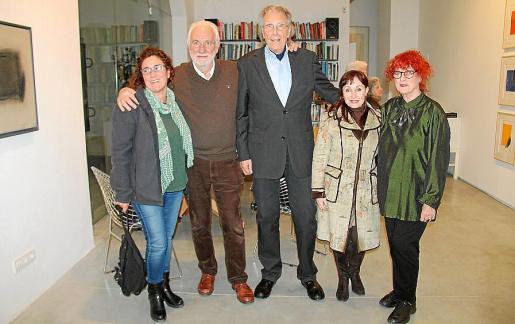 Maria Salvà, el galerista Bernat Rabassa, el pintor Erwin Bechtold,la directora de Es Baluard, Nekane Aramburu, y Christina Bechtold.