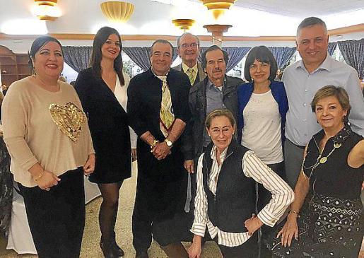Soledad Hidalgo, Sandra Barceló, José Barceló, Juanjo del Valle, Juan Gayá, Ingrid Woznica y Mateo Jaume. Delante: May Fernández y Merche Alonso.