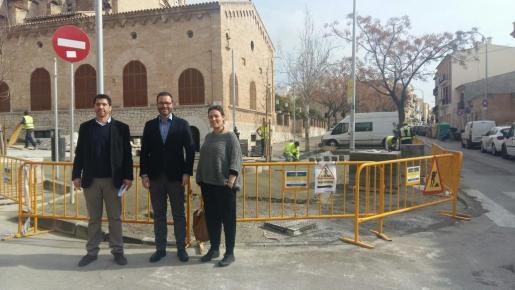 En la imagen, el alcalde de Palma, José Hila, junto al regidor de Infraestructures i Accesibilitat, Rodrigo A. Romero, y la coordinadora general del área, Virginia Abraham.