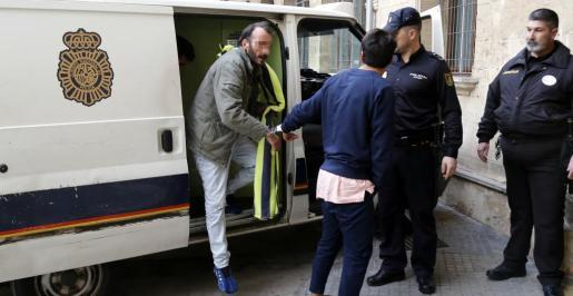 Pedro R.M., de 49 años, pasando este jueves a disposición judicial en Vía Alemania.