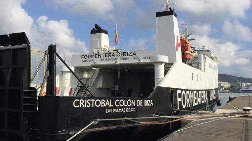 Los operarios heridos trabajaban sobre un andamio dentro del barco. Foto: D. ESPINOSA