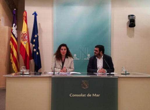 En la imagen, la portavoz del Govern, Pilar Costa y el conseller Vicenç Vidal.