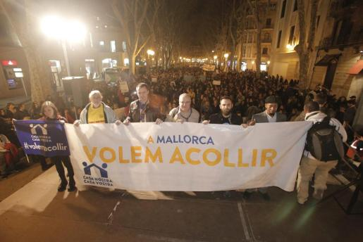 Miles de personas han participado en la manifestación en apoyo a los refugiados.