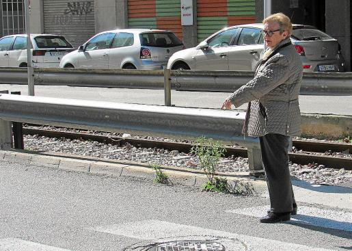 María Cifre señala el lugar en el que fue atropellada el pasado 7 de enero.