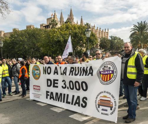 Un momento de la concentración de los taxistas de Palma.