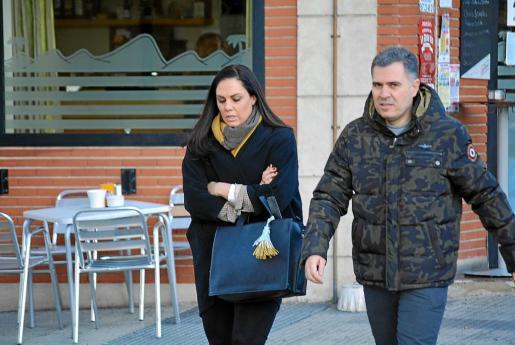 Borja Rupérez, junto a su mujer, a la llegada de ambos a los juzgados de León.