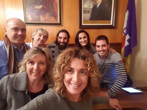 Miembros del equipo municipal de Porreres, con su alcaldesa, Xisca Mora, al frente.