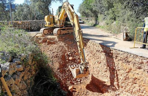 El pasado lunes se iniciaron las obras para poder conectar las tuberías de sa Marineta con la que conduce el agua desde los pozos de Son Fiol hasta la ciudad.