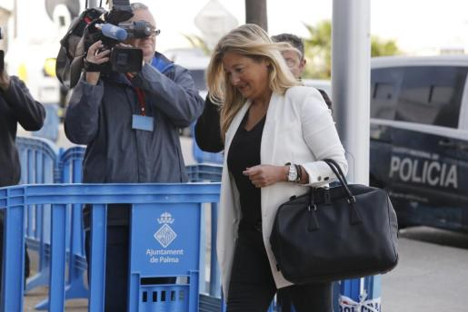 Tanto a la letrada como al procurador en el proceso les ha sido imposible contactar con su cliente. Imagen de Virgina López Negrete durante el juicio del caso Nóos.