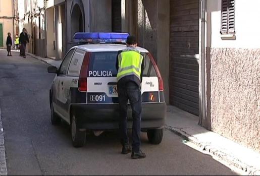 La Policía Local de Manacor se ha encargado del arresto de la agresora.