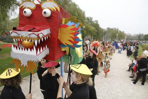 Los colegios Sant Josep Obrer y Corpus Christi protagonizaron un multitudinario desfile en torno al Año Internacional de Turismo.