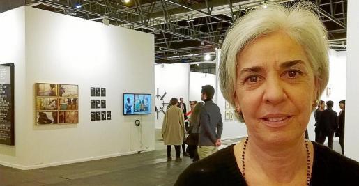 Elena Ruiz Sastre ayer por la mañana en uno de los pabellones de Feria Madrid donde se desarrolla ARCOMadrid 2017.