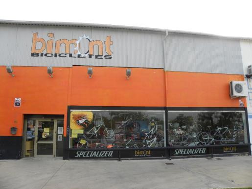 Bimont dispone de una gran tienda con todo sobre bicicletas.