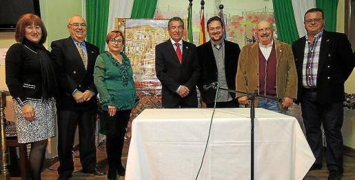 Reme Coca, Rafael Herrera, Conchi Pérez, Rafael del Rey, presidente de la Casa de Andalucía en Baleares; Juan Antonio Álvarez, Juan Romero y Lorenzo Riera.