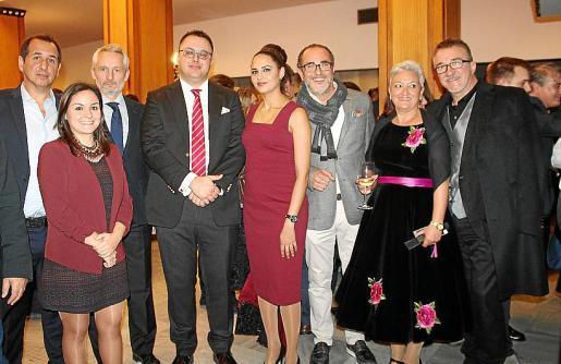 Paco Muñoz, María Cortés, Ramón Osorio, Juan Carlos Enrique, Simone Santana, Pedro Mesquida, Lourdes Roman y Javier Ruiz Taboada.