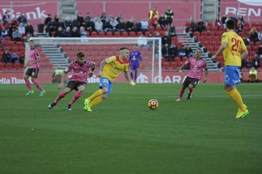 RCD Mallorca y CD Tenerife se enfrentan en Son Moix.