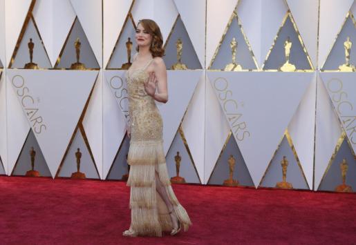 La galardonada con el Oscar a mejor actriz, Emma Stone, a su llegada a la ceremonia.