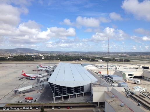 Imagen de las pistas del aeropuerto de Son Sant Joan tomada desde la terraza de la torre de control.