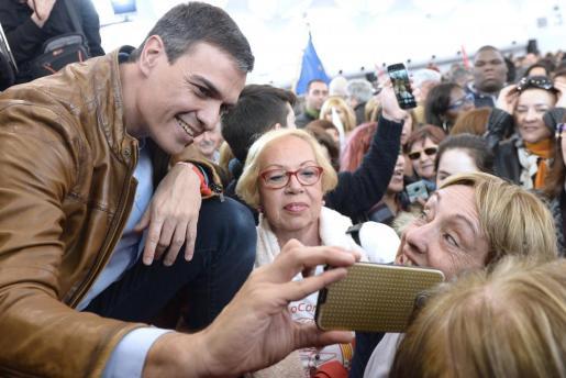 El exsecretario general del PSOE y candidato a las primarias socialistas, en un acto con militantes.