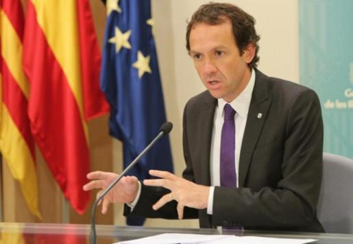 El conseller Marc Pons durante una intervención ante los medios de comunicación.