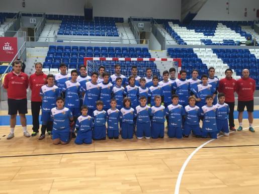 Imagen de grupo de los participantes de la escuela de porteros organizada por el Palma Futsal.