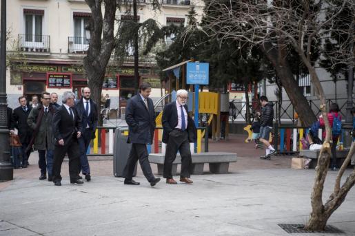 El director gerente de la patronal Anesco, Pedro García Navarro, junto a otros miembros de la patronal a su llegada a la reunión mantenida con sindicatos de los estibadores en Madrid.