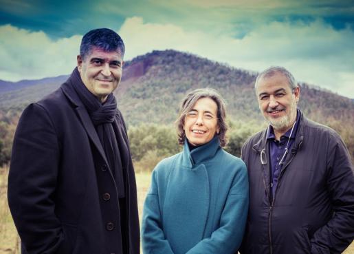 Fotografía de divulgación sin fecha de los arquitectos españoles Rafael Aranda (i), Carme Pigem (c) y Ramon Vilalta (d) que fueron galardonados con el Premio Pritzker 2017.