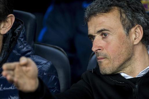El entrenador del FC Barcelona, Luis Enrique Martínez, durante el partido de la vigésimo quinta jornada de Liga en Primera División entre el Barça y el Sporting de Gijón.
